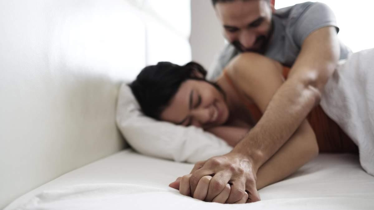 Поза ложки: плюсы и минусы занятия сексом в этой позиции