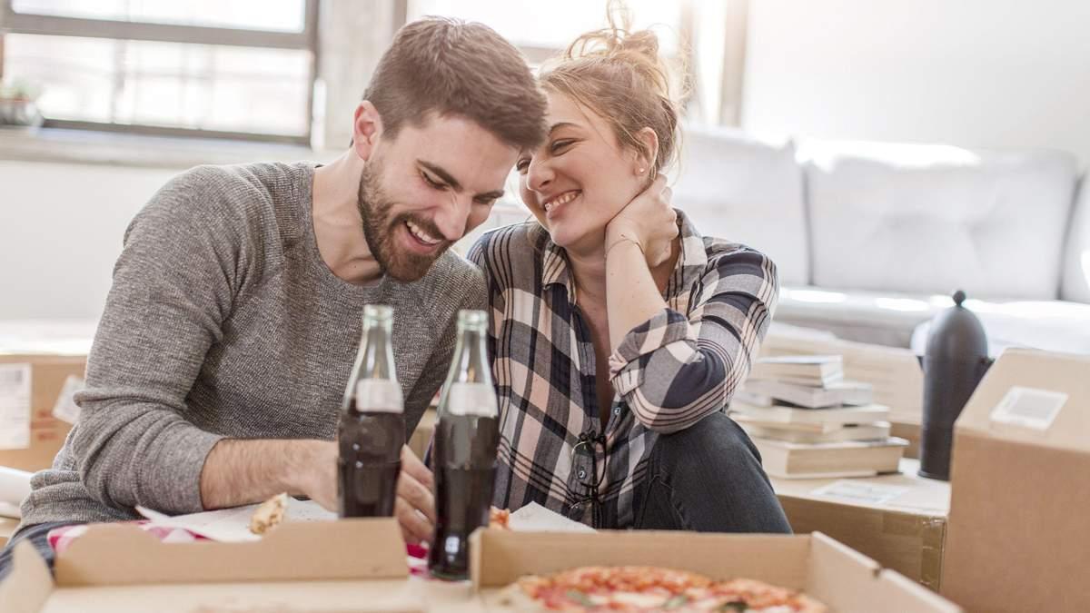 Як перевірити, чи фліртує дівчина: на що звернути увагу чоловікові