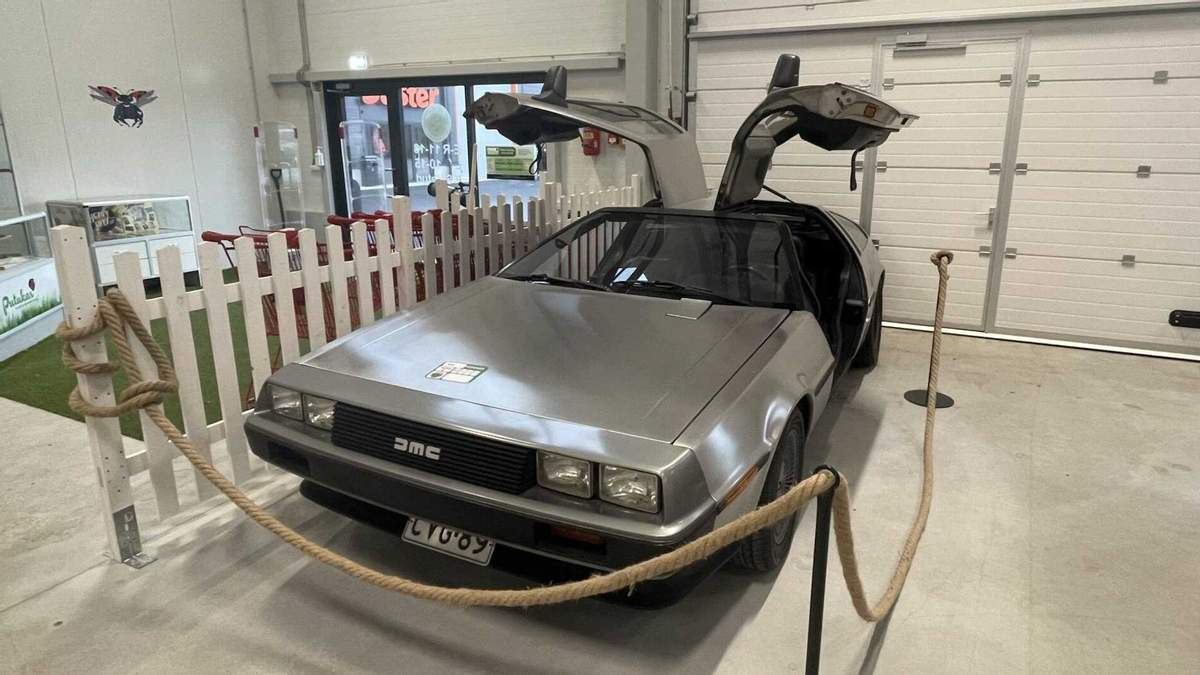 Назад в будущее: DMC DeLorean обнаружили на эстонской барахолке