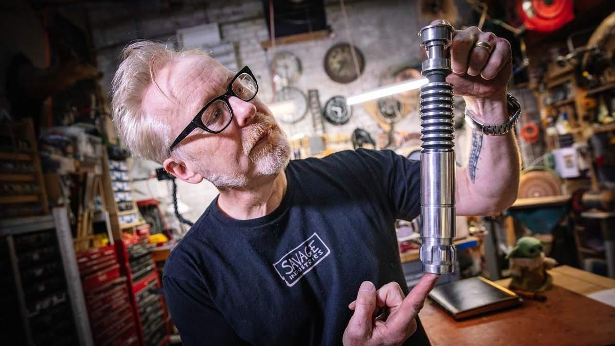Адам Севідж створив копію світлового меча з фільму Зоряні війни