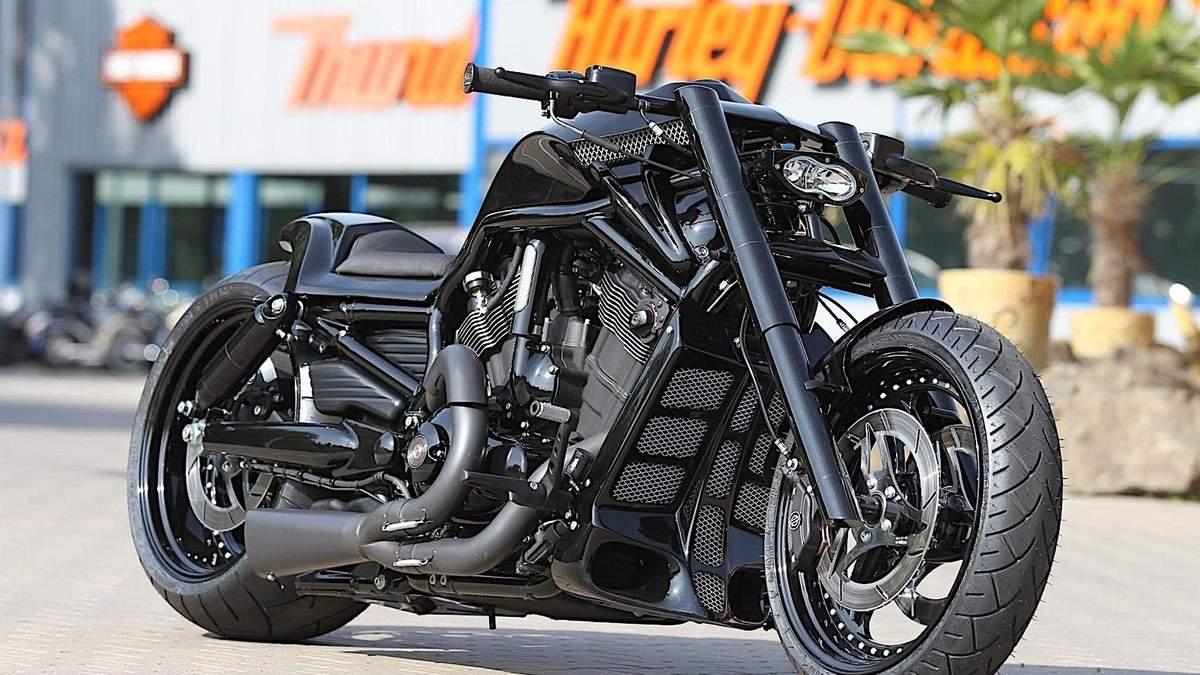 Harley-Davidson Black Rod – кастомний байк футболіста з Нідерландів