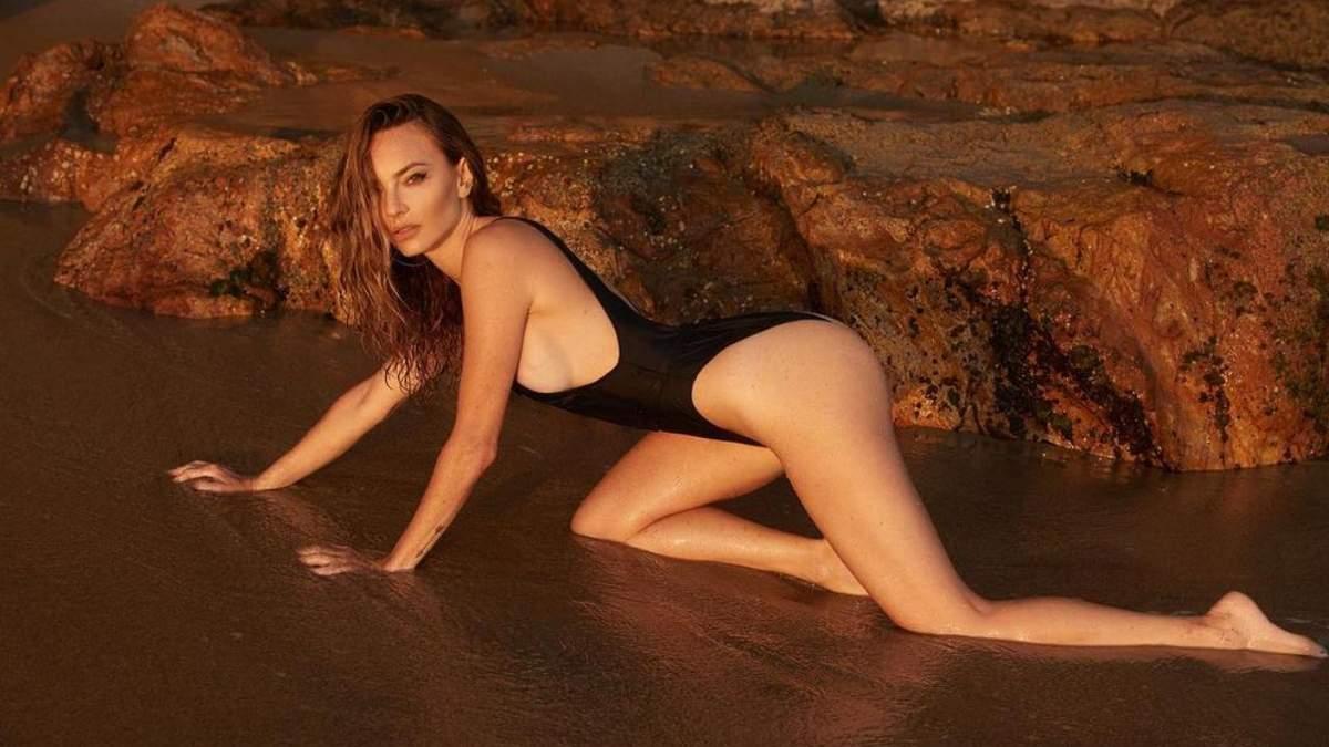 Жослин Биндер снялась обнаженной в бассейне – горячее фото актрисы