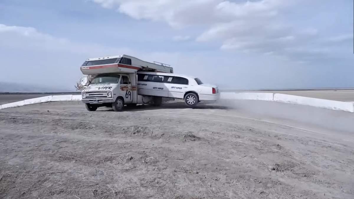 Каскадер пролетів крізь трейлер на лімузині – відео божевільного трюку