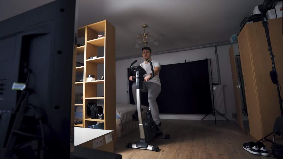 Блогер місяць займався на велотренажері по 2 години на день: результати вражають