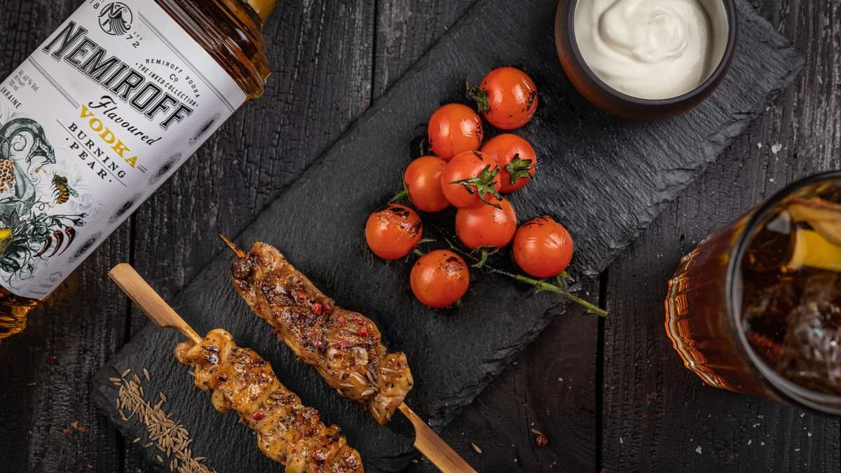 Курячий шашлик з грецьким йогуртом та коктейль Pear&Tonic: варіанти фудпейрингу