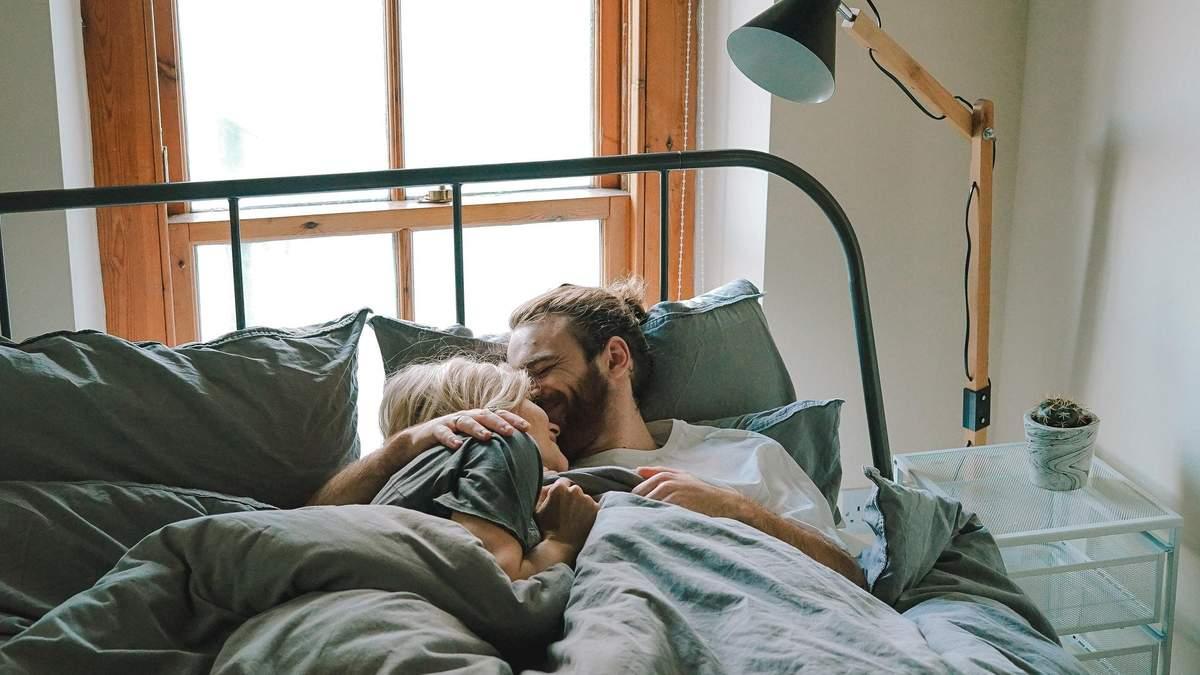 Що обов'язково потрібно зробити чоловікові перед сексом зранку: список справ