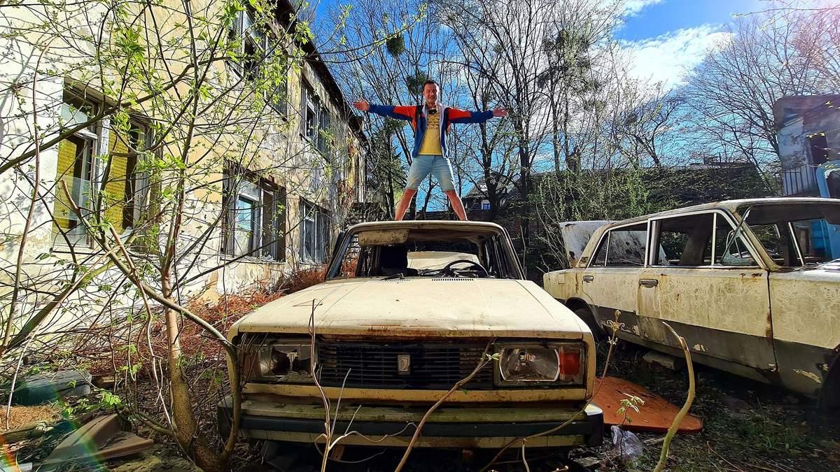 У Львові виявили закинуту автошколу – шокуючі фото будівлі й авто