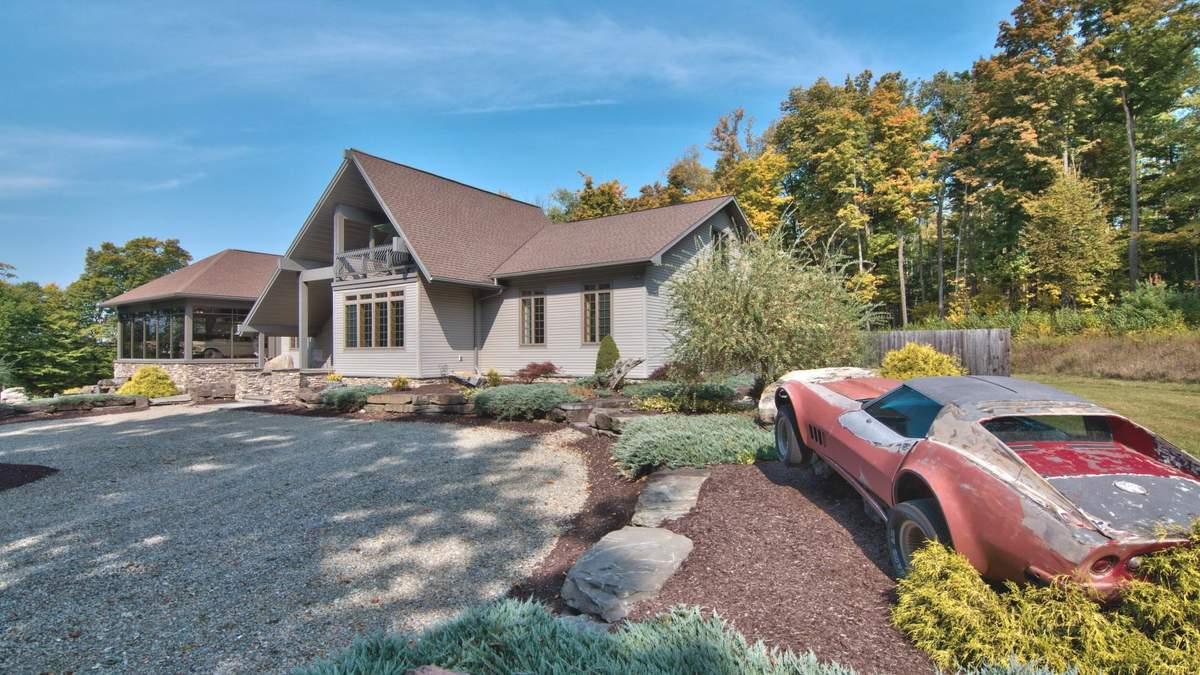 У США продають будинок з гаражем на 30 автомобілів – круті фото
