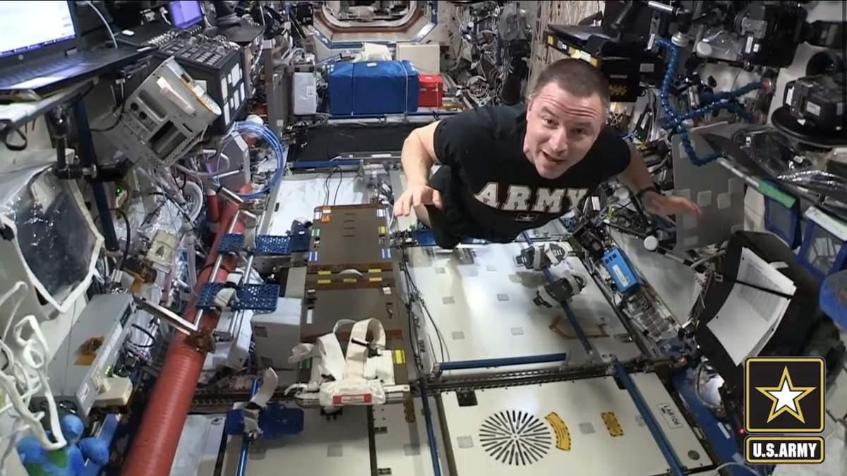 Астронавт спробував пройти фітнес-тест армії США у космосі – відео