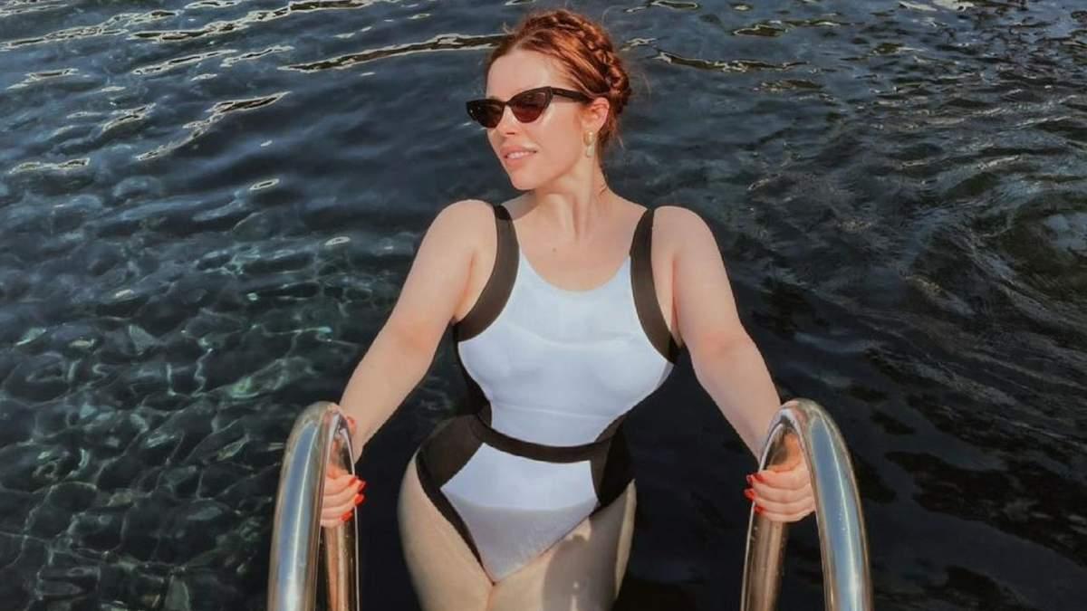 Соня Плакидюк показал соблазнительные формы в купальнике: горячее фото