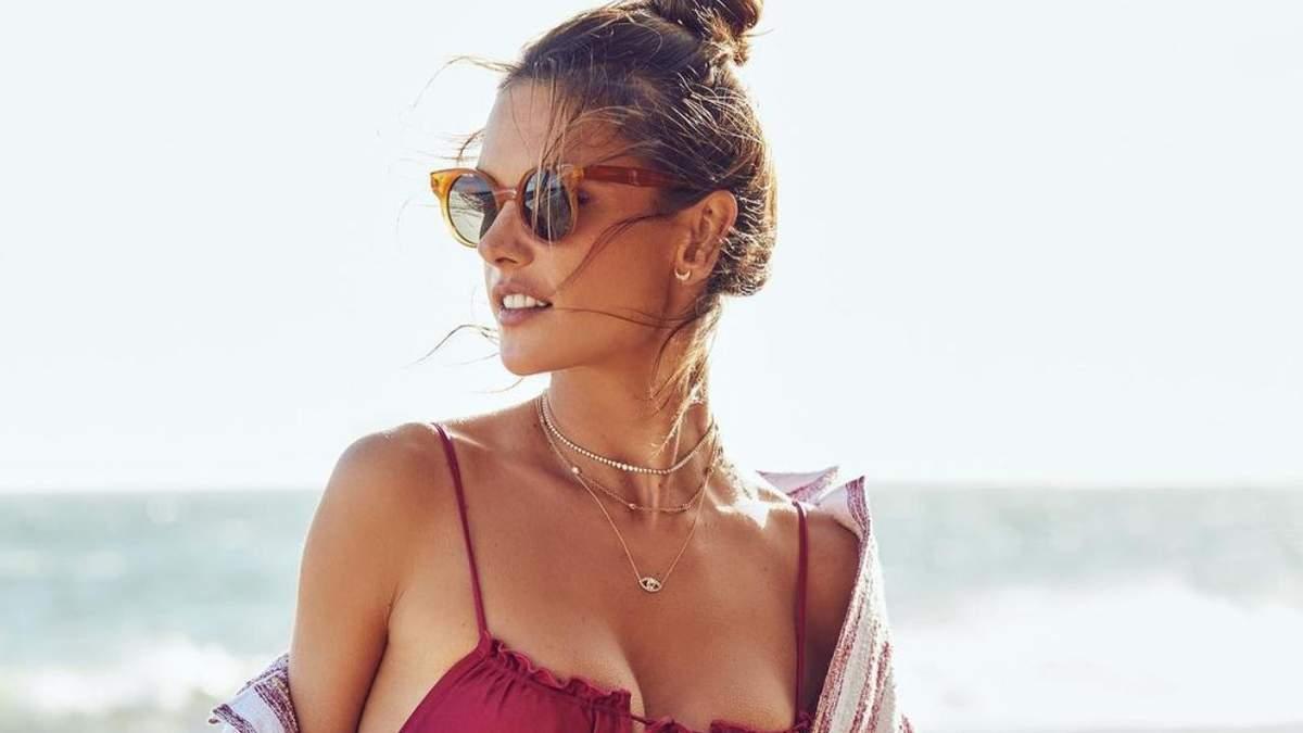Алессандра Амброзио снялась в крошечном бикини: горячие фото модели