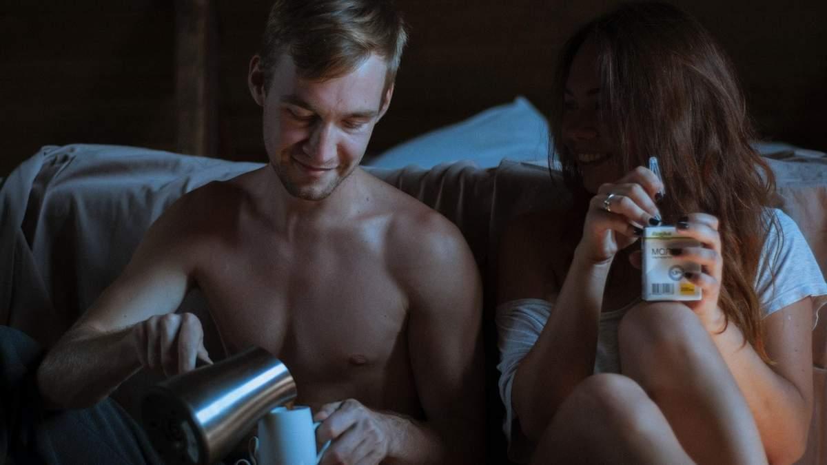 Вагомі причини не соромитися брудних розмов під час сексу - Men