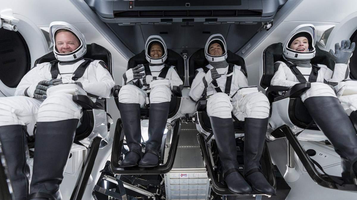 SpaceX Маска впервые отправила в космос гражданских: видео запуска
