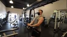 Худой парень 30 дней выполнял упражнения Шварценеггера: сильно ли изменилось его тело