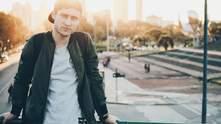 Чоловічий бомбер: поширені помилки під час носіння трендової куртки