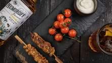 Куриный шашлык с греческим йогуртом и коктейль Pear&Tonic: варианты фудпейринга