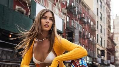 Модель Кармелла Роуз примеряла прозрачное платье на голое тело