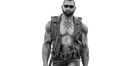 """Зірка """"Дюни"""" Дейв Батиста розповів, як качає м'язи грудей: 4 перевірені рухи"""