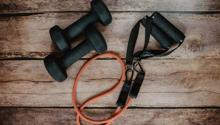 Как накачать руки с помощью резинок для фитнеса: простые упражнения