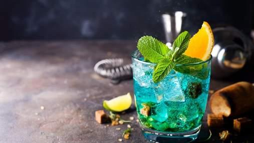 Для справжніх королів вечірок: бармен з Дніпра приготував 14-літровий коктейль Блакитна лагуна