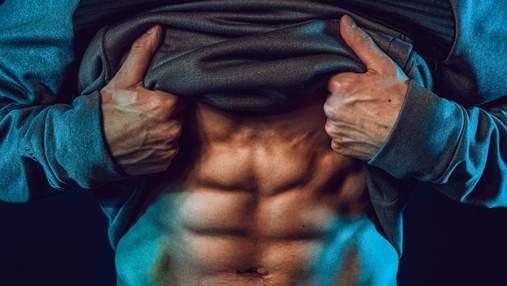 Качаем плечи и пресс: мощная тренировка с фитнес-резинками – видео